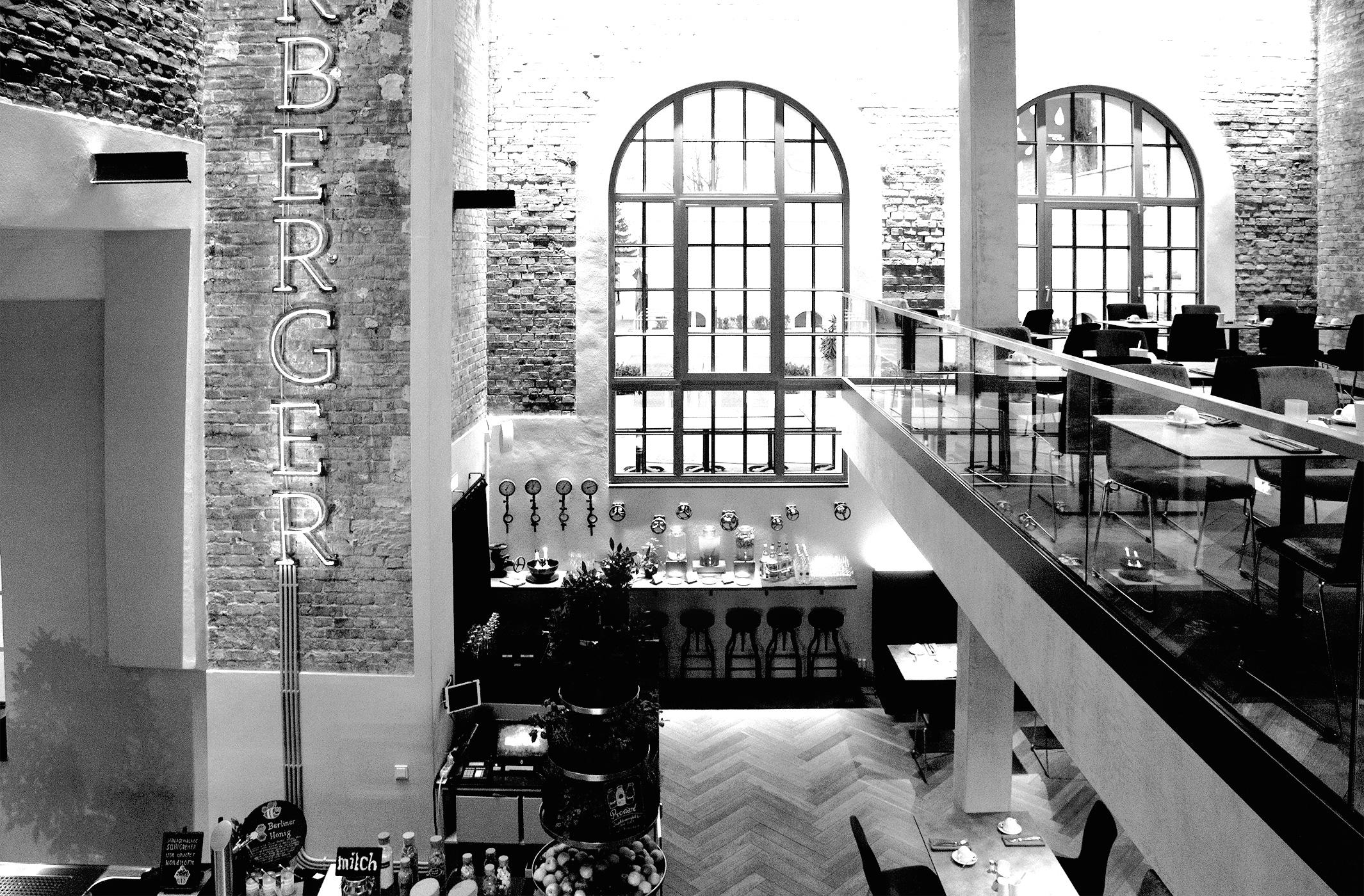 Das-Hotel-Oderberger,-mit-historischem-Stadtbad-CharmeIMG_3042-als-Smartobjekt-1