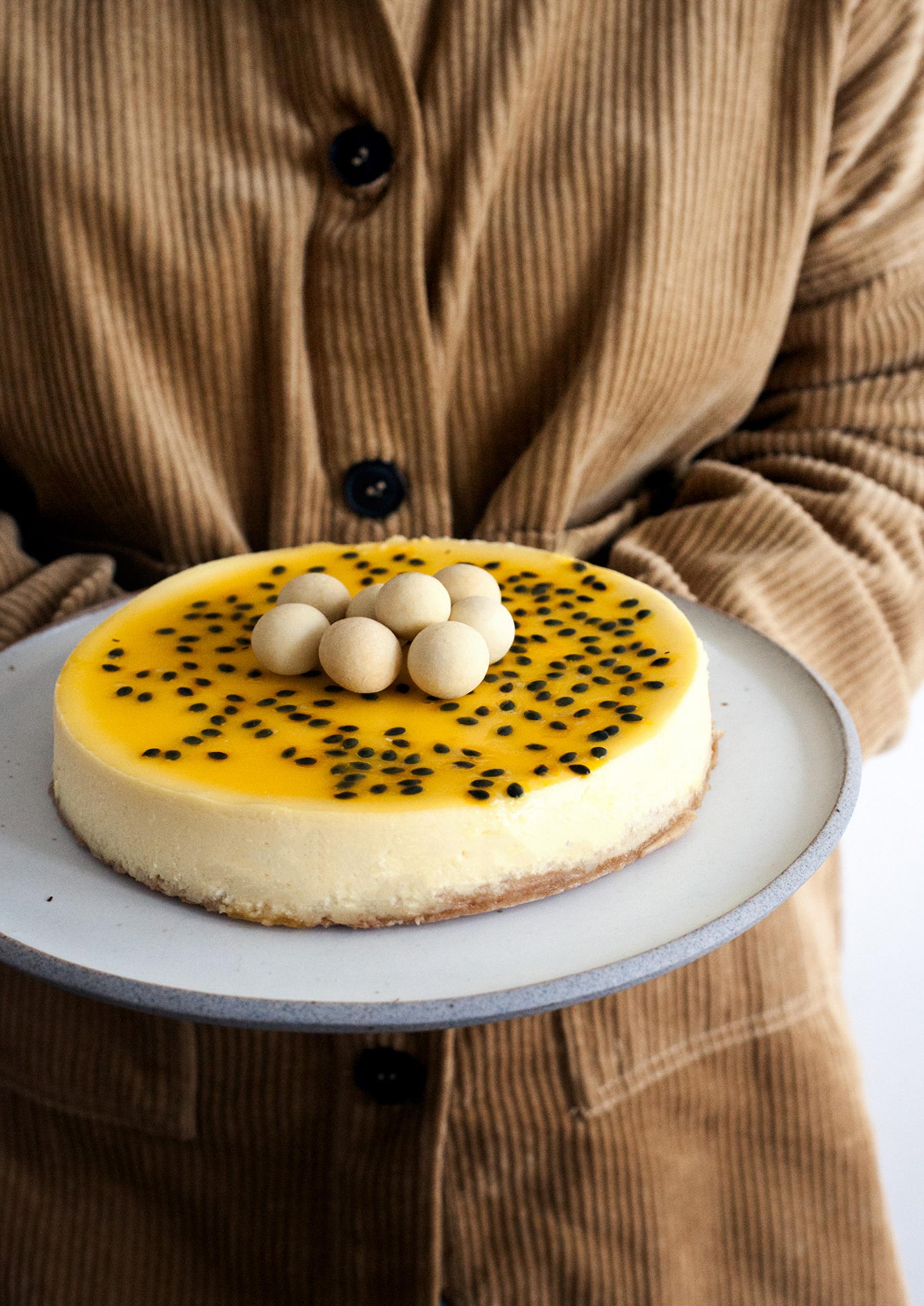 Käsekuchen-mit-weißer-Schokolade-und-Passionsfrucht_MG_4508