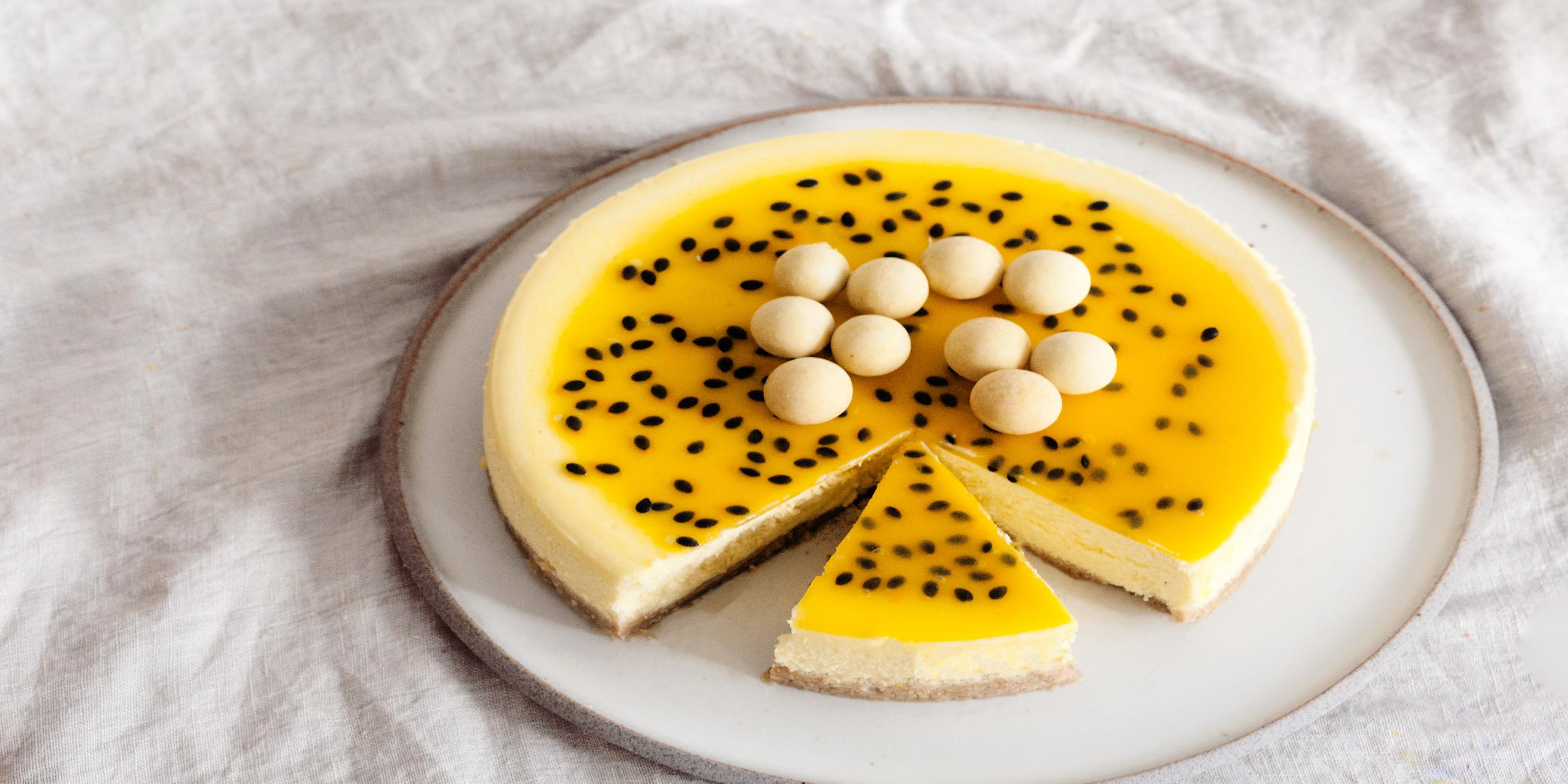 Käsekuchen mit weißer Schokolade und Passionsfrucht